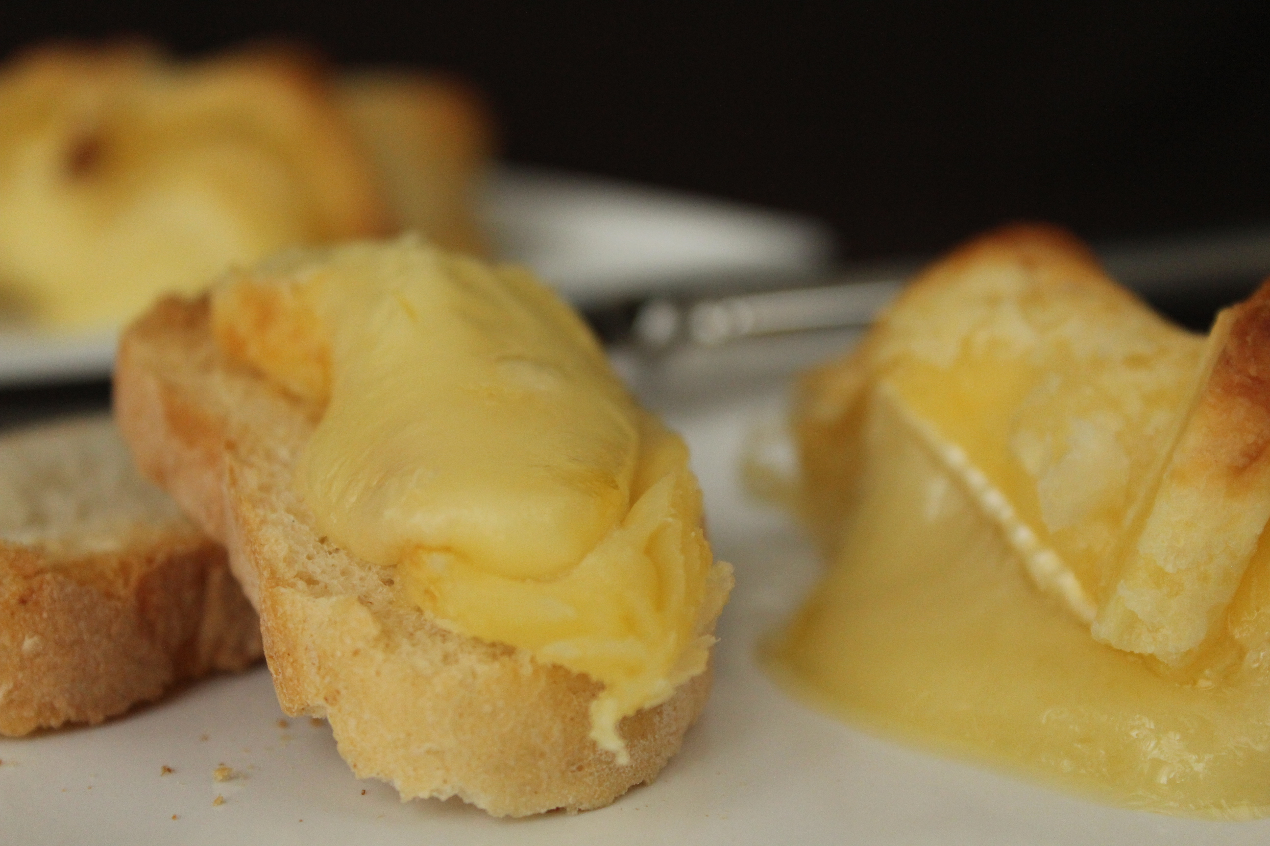 Brie con Fette di Pane